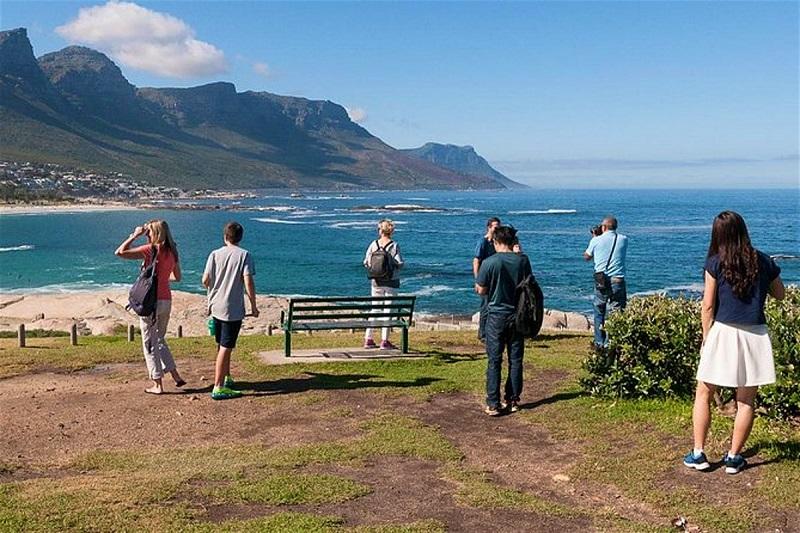 Pessoas visitando a Península del Cabo na África do Sul